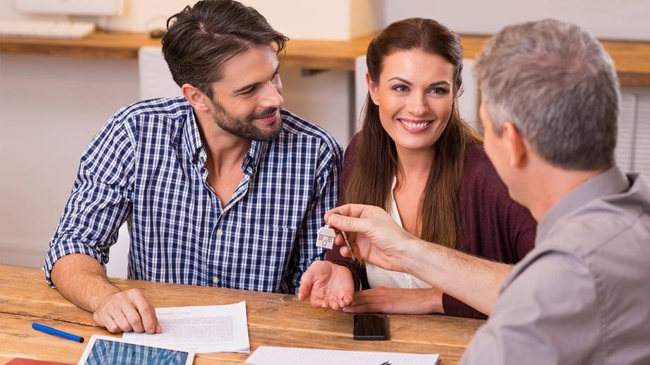 recien-casados-sector-inmobiliario.jpg