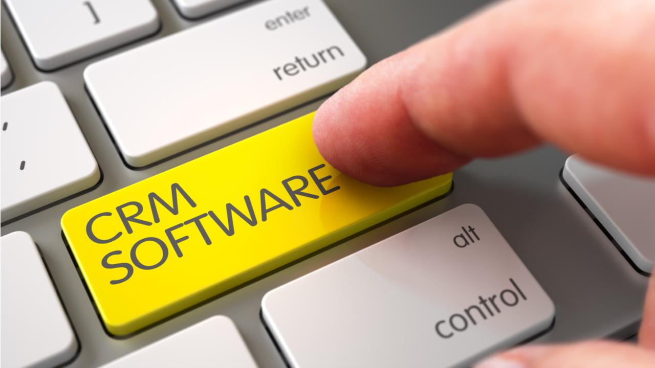 ilustracion de un software de CRM en un teclado