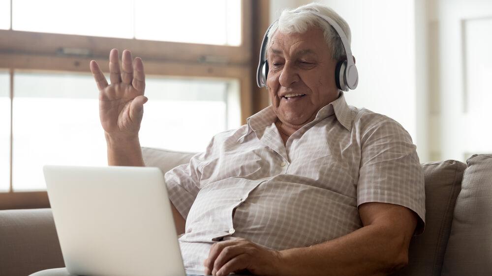 adultos mayores en la web